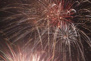 空に花火の写真・画像素材[1326633]