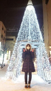 商店街のクリスマスイルミネーションの写真・画像素材[3980059]