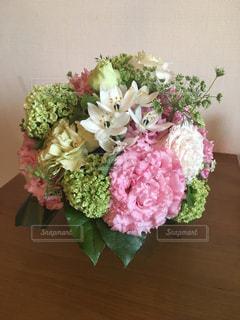 花,ピンク,きれい,フラワーアレンジメント,フラワー,テーブル,丸,グリーン