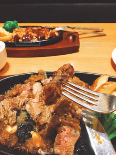 フォークで食べ物の皿の写真・画像素材[738636]