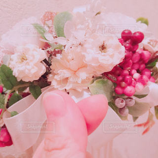 花を持っている手 - No.746377