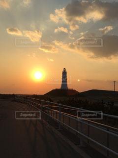 街に沈む夕日の写真・画像素材[955873]