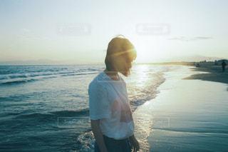 女性,ファッション,海,夕日,屋外,人物,人,Tシャツ,フィルム写真,半袖