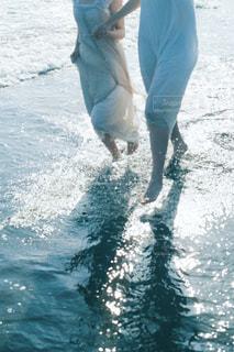 女性,海,屋外,水滴,走る,水しぶき,人物,二人,しずく,フィルム写真