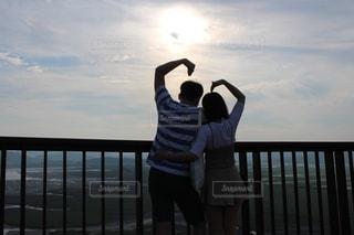 頂上でのカップル写真の写真・画像素材[1274040]