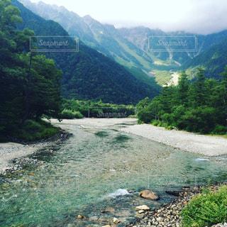 背景の山と水体の写真・画像素材[1171319]