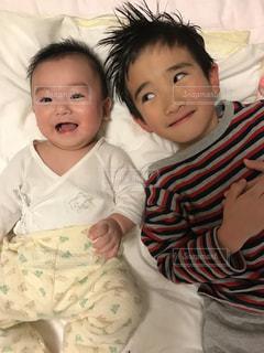 子供,笑顔,赤ちゃん,兄弟,ツーショット