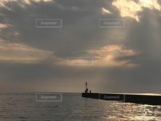 水の体に沈む夕日 - No.957212