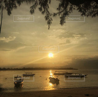 水の体のボートの写真・画像素材[969541]