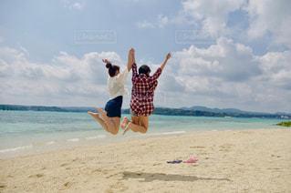海,綺麗,青空,砂浜,ジャンプ,沖縄,古宇利大橋,古宇利島,姉妹,jump,ツーショット,あおぞら,海でジャンプ