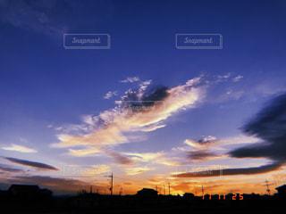 街に沈む夕日の写真・画像素材[891968]