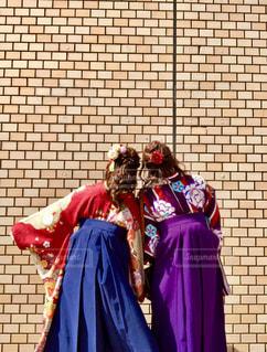 紫色のドレスを着ている人の写真・画像素材[1089462]