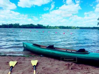 水の体の小さなボートの写真・画像素材[795155]