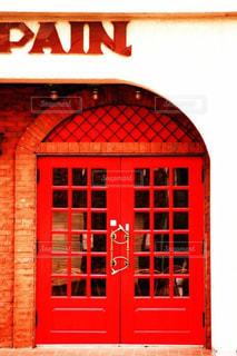 大きな赤いレンガの建物の写真・画像素材[795170]