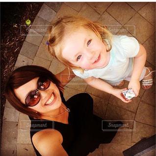 selfie を取っている女の子の写真・画像素材[1169966]
