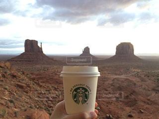 コーヒー,絶景,COFFEE,朝日,スターバックス,アメリカ,USA,日の出,スタバ,ロードトリップ,アリゾナ,Travel,モニュメントバレー,ユタ,Arizona,utah,This is America,Road Trip,AZ,UT,ナホバ族,Monument Valley,2℃の世界