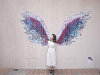 天使の羽 : ロサンゼルスにあるウォールアートの写真・画像素材[751680]