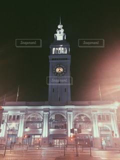 クロック タワーは夜ライトアップ - No.914514