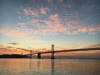 水の体の上の橋 - No.996770
