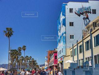 通りを歩く人々 の群衆の写真・画像素材[1027735]