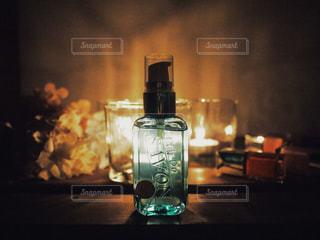 雨の音に耳をすませながらレールデュサボンのローズシャボンの香りにつつまれる夜の写真・画像素材[1169057]