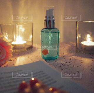 Reading a Book with L'air De SAVON / クローズ ボトルのアップ - No.1172062