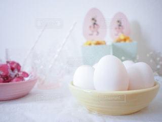 おしゃれたまごpic 沢山の白たまご 殻付き ハッピーイースター イースターエッグ Happy Easter Eggsの写真・画像素材[1193682]