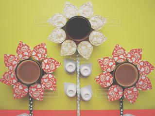 ネスレブライト おうちカフェ ラテ アイスコーヒー ひまわり テーブルフォトの写真・画像素材[1252022]