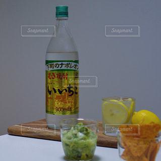 iichiko いいちこ 下町のナポレオン いいちこのある時間 いいちこ女子 / レモネード × ソーダ割り × 輪切りレモンの写真・画像素材[1268575]