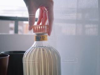 いいちこ いいちこスペシャル いいちこのある時間 いいちこ女子 / 近くのガラス花瓶の写真・画像素材[1270834]