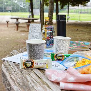 ピクニック 公園 おやつタイム コーヒーブレイク ネスカフェ スティック コーヒー ピンクの写真・画像素材[1295395]