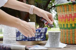外でも簡単カフェ ピクニック 公園 ネスカフェ スティック エクセラの写真・画像素材[1300087]