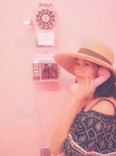 女性 20代 30代 オフショルダー 夏コーデ2018 ピンクの写真・画像素材[1329504]