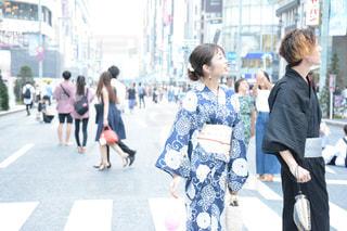 ゆかたで銀ぶら 浴衣 美人 女性 銀座 東京 日本 通りを歩く人々 のグループの写真・画像素材[1370127]