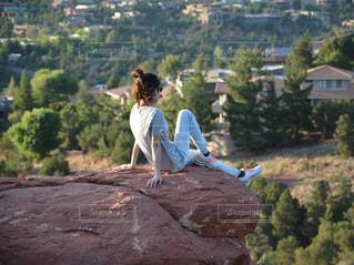 アメリカ セドナ パワースポット 登山 女性の写真・画像素材[1404216]