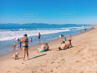 ビーチの人々 のグループの写真・画像素材[1412946]