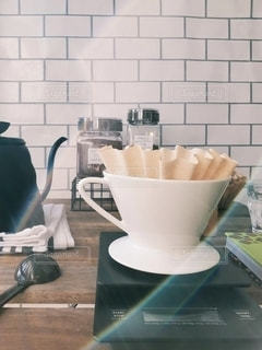 テーブルの上のコーヒー1杯の写真・画像素材[2882220]