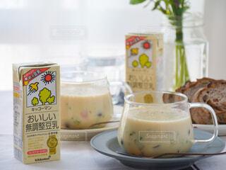 野菜とキノコの豆乳スープ キッコーマン豆乳 おいしい無調整豆乳 ホッ豆乳 豆乳スープの写真・画像素材[3815422]