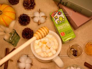ホッ豆乳 ホットソイラテ マシュマロ入り さらにハチミツをトッピングの写真・画像素材[3819626]