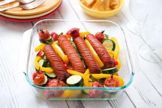 ジョンソンヴィルと夏野菜のオーブン焼きで贅沢な夕食!おつまみにも♪の写真・画像素材[4425379]