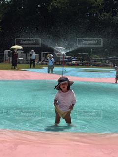 水のプールの人の写真・画像素材[1384747]