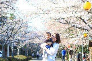 家族,公園,春,桜,ファミリー,親子,お花見,男の子,さくら,ツーショット,2ショット