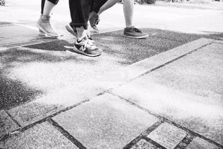 通りを歩いている人の写真・画像素材[817269]
