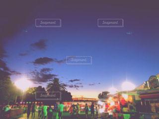 夕暮れ時の都市の景色の写真・画像素材[1426738]