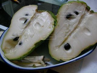皿の上の食べ物の写真・画像素材[902667]