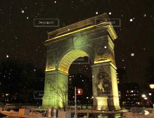 ワシントン ・ スクエア ・ パークは夜ライトアップの写真・画像素材[1023117]