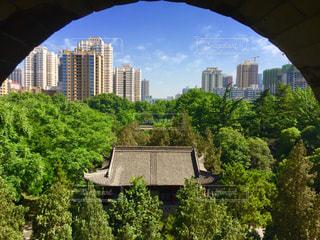 大雁塔の塔の窓から西安市街の写真・画像素材[1109480]