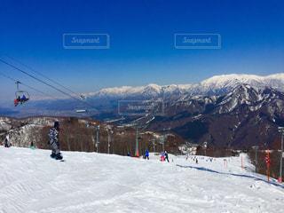 雪の山でスキー⛷の写真・画像素材[1109596]