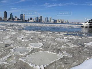 ニューヨークの冬の川の写真・画像素材[1683931]