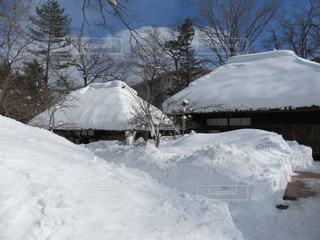 雪の古民家の写真・画像素材[1683956]